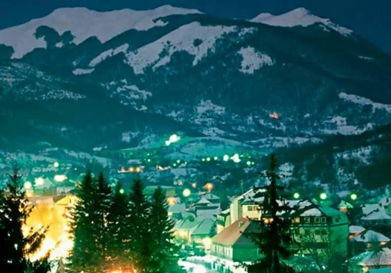 бирюзовый свет в горах